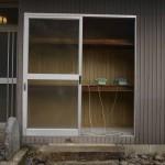 ジョン・マンヨン 「厳原港に船が入ってきましたよ!」 (左の電話機) 「井戸や水道の蛇口から水がでますよ!」 青柳邸にあった古い電話機, アンプ (対馬市役所隣接古民家「青柳邸」にて展示)