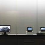 潘逸舟 (左)「呼吸」、(中央)「浮遊している石Ⅱ」、(右)「浮遊している石」 映像(17 分7 秒)映像(2 分43 秒)、映像(2 分28 秒) (対馬歴史民俗資料館にて展示)