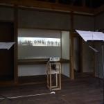 吉濱翔 「Gruppen of Tsushima:3カ国のオーケストラのための」 3ch ビデオ、サウンド、譜面台 (対馬アートセンターにて展示)