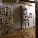 キム・ボンス 「家」 ミクストメディア (対馬アートセンターにて展示)